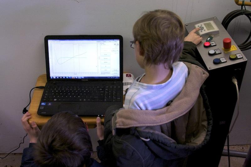 Rémi et Bastian fixent le graph et la témparature du grain